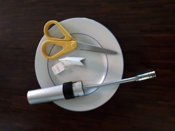 KiTa Material zur Geschichte von der Fee: Schere, Teebeutel, Feuerzeug