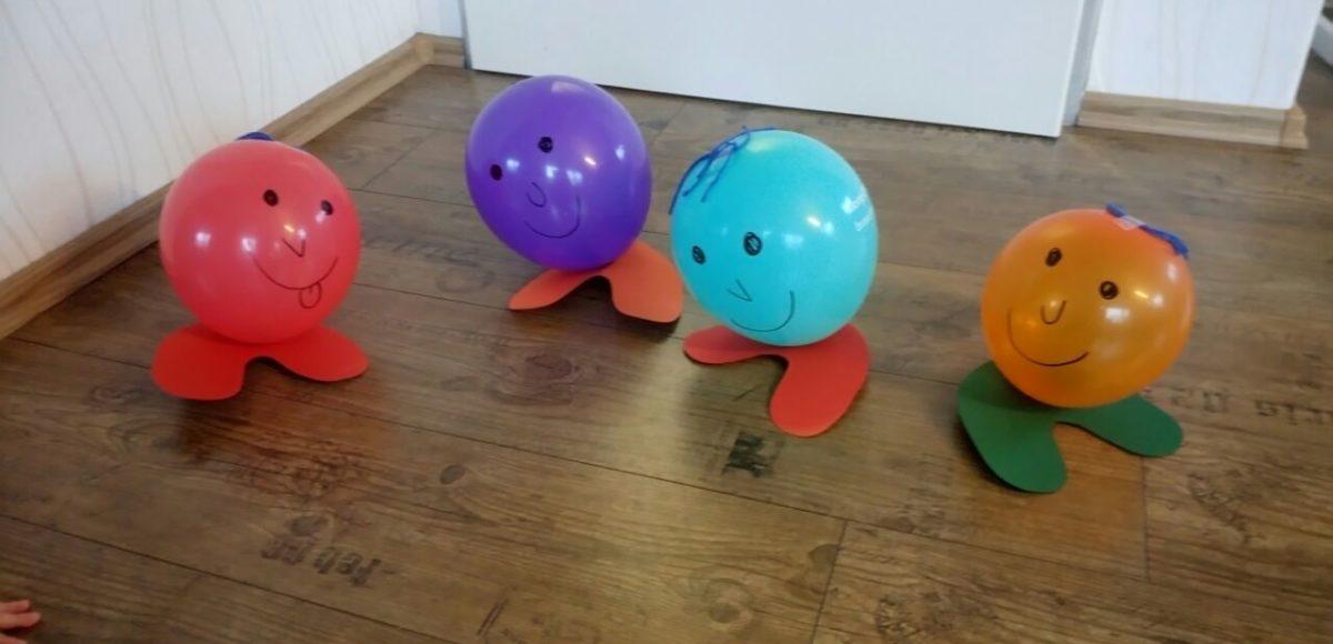 Luftballon Männchen mit Füßen aus Pappe